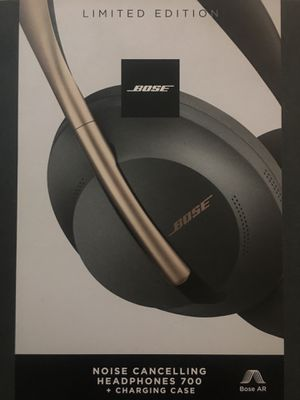BOSE LIMITED EDITION Noise Cancelling Headphones 700 with CHARGING CASE for Sale in Oklahoma City, OK