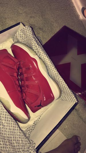 Red 11s sz 9.5 size 9.5 for Sale in South Miami, FL