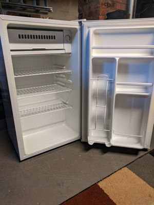 Kenmore 3.2 cu ft fridge with freezer for Sale in Somerset, MA