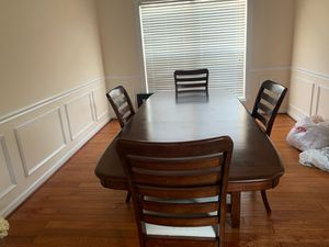 Dining room table for Sale in Upper Marlboro, MD