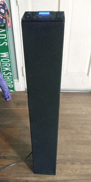 Excellent condition bluetooth tower speaker with built in am/fm for Sale in Rock Hill, SC