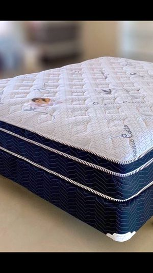 Pillowtop! Queen Size Mattress And Box Spring Set. for Sale in Desert Hot Springs, CA