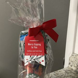 Starbucks Gift Set- Merry & Sip for Sale in Miami, FL