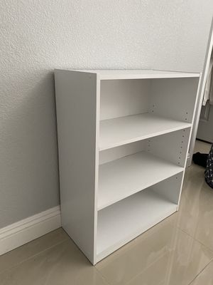 3 shelves bookcase for Sale in Las Vegas, NV