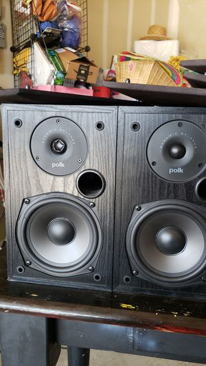 Polk audio 2 way R15 book shelf speakers. for Sale in Sanger, CA