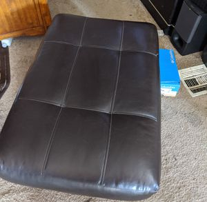 Black leather food stool. Very good condition for Sale in Portland, OR