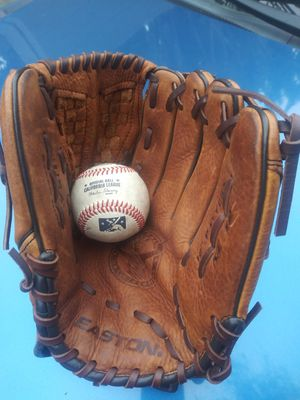 Baseball glove for Sale in South El Monte, CA