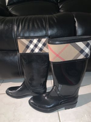 Burberry Rain boots size 10 (authentic) for Sale in Oakland Park, FL