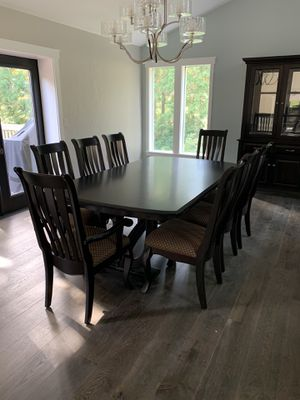 High end Dining room table and chairs for Sale in Snohomish, WA