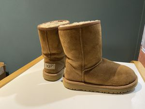 UGG boots girl size 2 for Sale in Aurora, IL