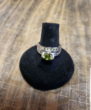 Beautiful round cut peridot ring set for Sale in Farmville, VA