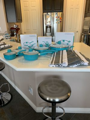 NEW Servappetit 10-piece Cookware with towels (FREE shipping) for Sale in Las Vegas, NV