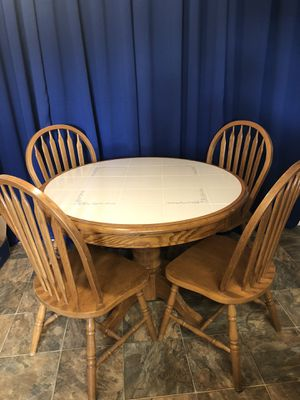 Kitchen Table w/ 4 Chairs for Sale in Bakersfield, CA