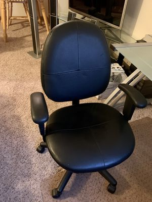 Leather office chair for Sale in Tacoma, WA