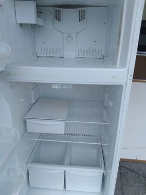 Refrigerator Working perfec condition and two mount warranty 150 for Sale in Boca Raton, FL
