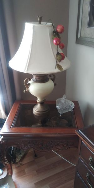Two lamps two lamp shades and two end tables Lamp shades and end table for Sale in Bolingbrook, IL