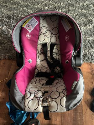 Girl infant car seat for Sale in Clarksville, TN