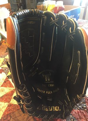 Mizuno softball glove, new, never been used. Model number MZ1391, Superflex palm, cushion performed pocket, for Sale in La Mesa, CA