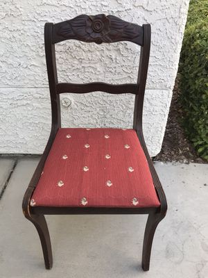 Very beautiful antique chair 1st $40 takes for Sale in Las Vegas, NV