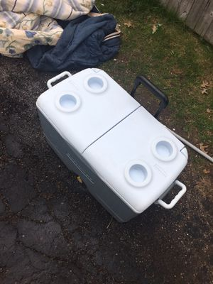 Cooler box for Sale in Cleveland, OH