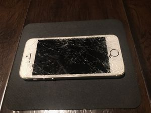 iPhone 5, cracked screen, iCloud blocked for Sale in Elverta, CA