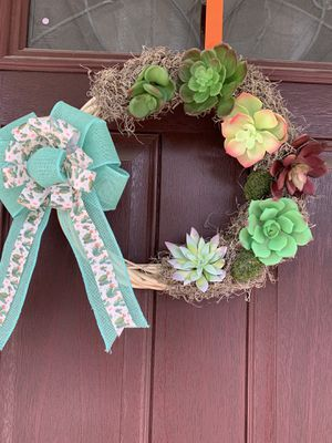 Succulent and moss wreath for Sale in Lindenwold, NJ