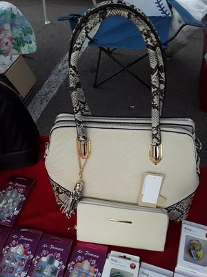 Beautiful sets purse and wallet $30 each and many other awesome deals for Sale in San Diego, CA