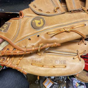 Pennant The Big One Baseball Glove RH 12 inches for Sale in Santee, CA