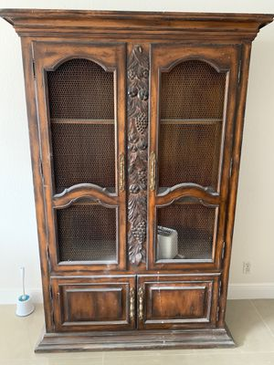 Free Armoire for Sale in Hollywood, FL