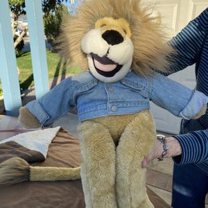 Lion stuffed animal puppet for Sale in Garden Grove, CA
