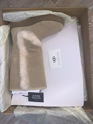 SIZE 5 SUNDANCE UGGS (LIGHT TAN) for Sale in Brooklyn, NY