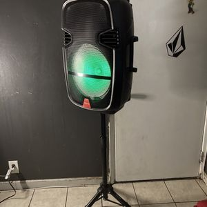 """15"""" WOOFER/7000watts/BLUETOOTH ( SPEAKER STAND INCLUDED ! ! ) (INCLUDES Microphone & Remote KARAOKE) (3-6 HOURS BATTERY LIFE-PORTABLE) MEMORY SLOT-US for Sale in Baldwin Park, CA"""
