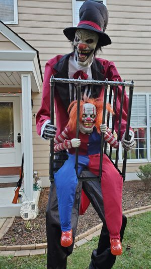 Halloween Decor, 8' Tall Ringmaster clown moves and talks! for Sale in Indian Trail, NC