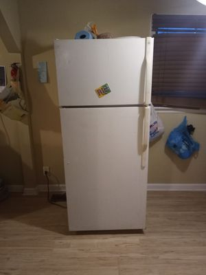 Slightly used, cools and freezes very well for Sale in Huntersville, NC