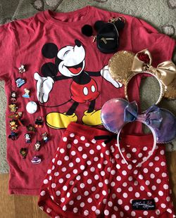 DISNEY Collectibles Lot - Ears, Pins, Clothes, bag jewelry for Sale in Seattle,  WA