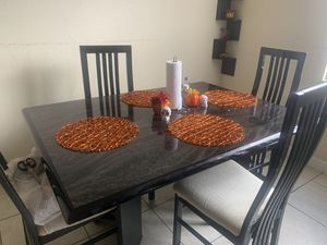 Dining table with chairs for Sale in Naranja, FL