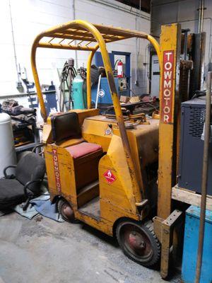 Towmotor forklift for Sale in Roseville, MI