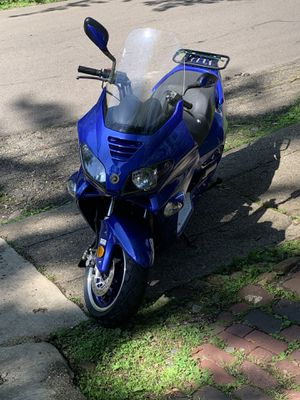 250cc scooter runs like new for Sale in Akron, OH