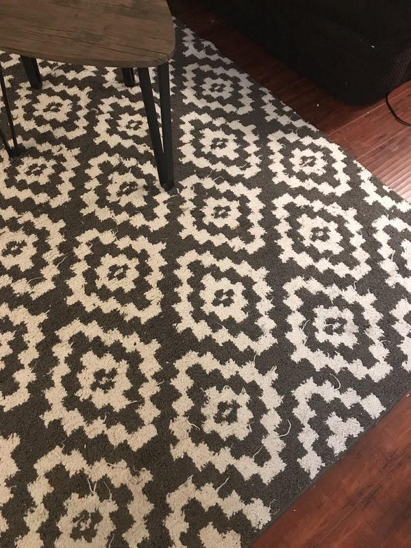 8 x 10 gray and white rug