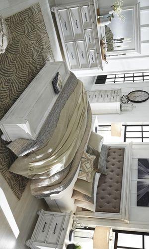 [SPECIAL] Kanwyn Whitewash Upholstered Storage Bedroom Set for Sale in Austin, TX