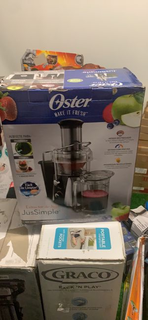 Oster JusSimple Easy Juicer Juice Extractor 900W - FPSTJE9010-000 for Sale in Blacklick, OH