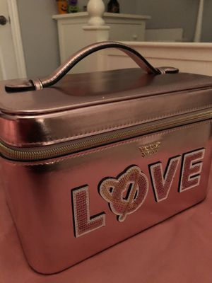VICTORIA'S SECRET Love Runway Vanity Case BEAUTY BAG MAKEUP COSMETIC PURSE for Sale in Novi, MI