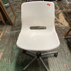 N246 White Office Chair. for Sale in Bellingham, MA