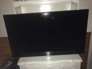 TCL ROKU TV 40 INCHES for Sale in Barrington, IL