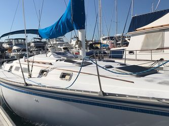 1984 Huntermar Sailboat White 34ft-05in for Sale in Los Angeles,  CA