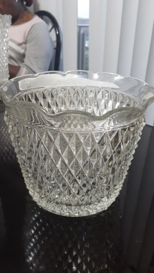 Diamond Cut Glass Ice Bucket for Sale in Suitland-Silver Hill, MD