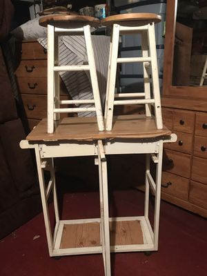 White and light brown conveniently small kitchenette table w/ 2 matching stools for Sale in Yonkers, NY