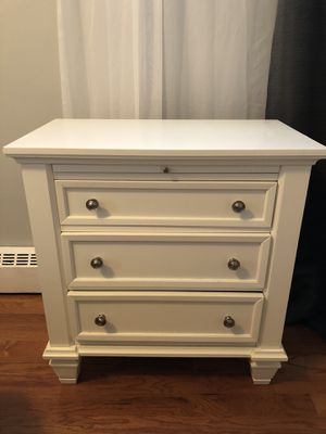 Nightstands (2) for Sale in Scarsdale, NY