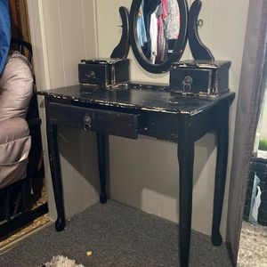 Antique Vanity $150 OBO for Sale in Hesperia, CA