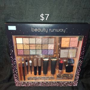 Beauty Runway Makeup Giftset for Sale in Port St. Lucie, FL
